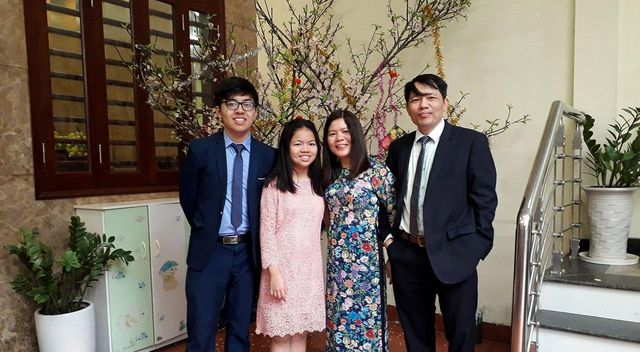 Le Manh Linh and his family